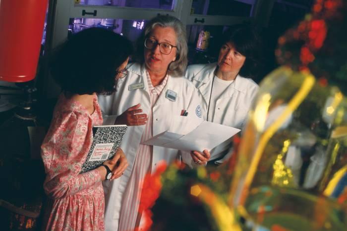 Mary Jeanne Kreek, Lisa Borg (l), Ann Ho (r) in lab for Winter 1994 Search