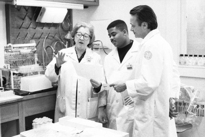 Mary Jeanne Kreek and Rudolph Spangler in lab in 1991