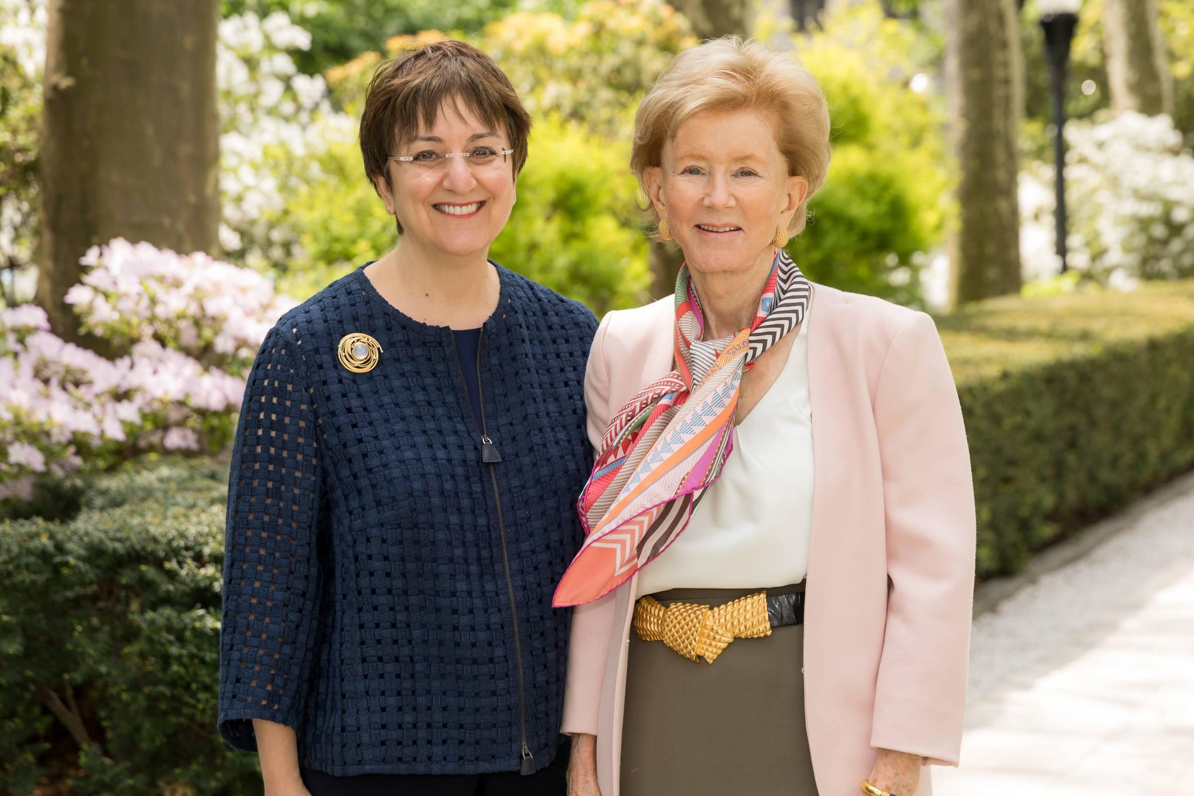 Robin Chemers Neustein, Cindy Whitehead